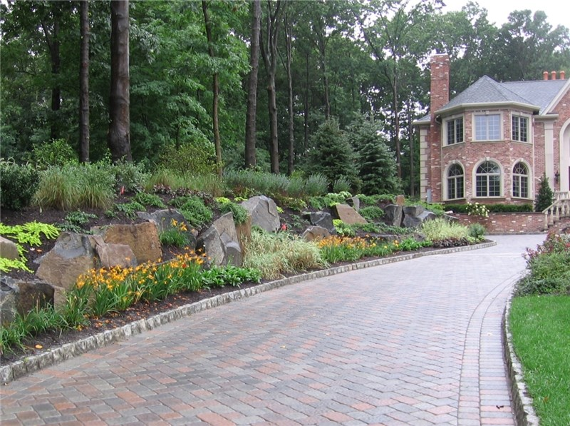 Image of: Edging Stones For Landscaping Walkway