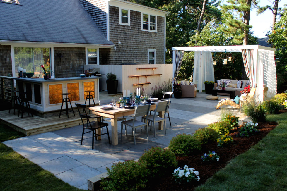 Image of: Low Maintenance Landscaping Ideas Dining