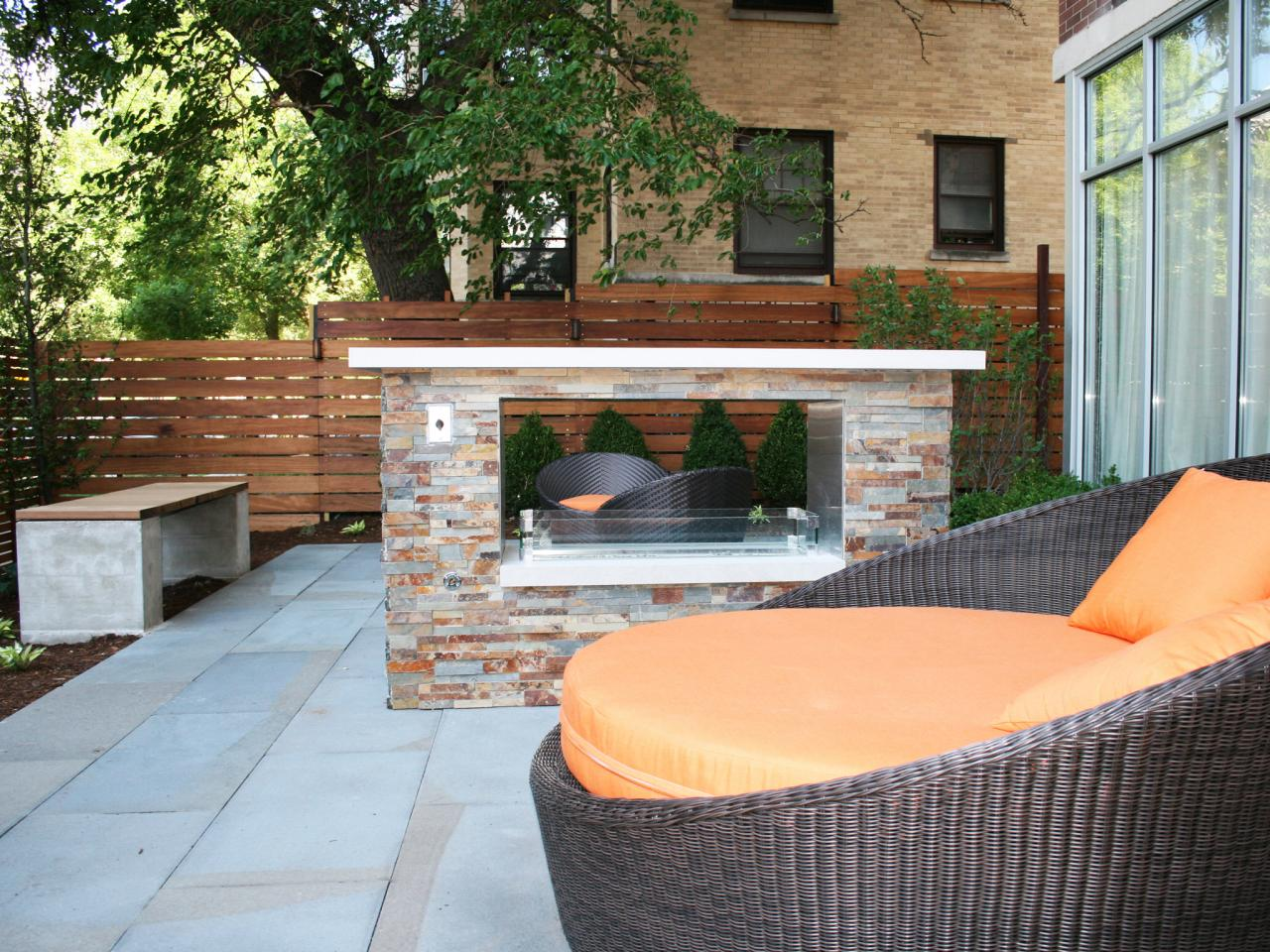 Image of: Contemporary Outdoor Fireplace Designs Ideas