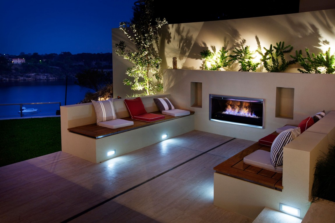 Image of: Contemporary Outdoor Fireplace Designs Patio