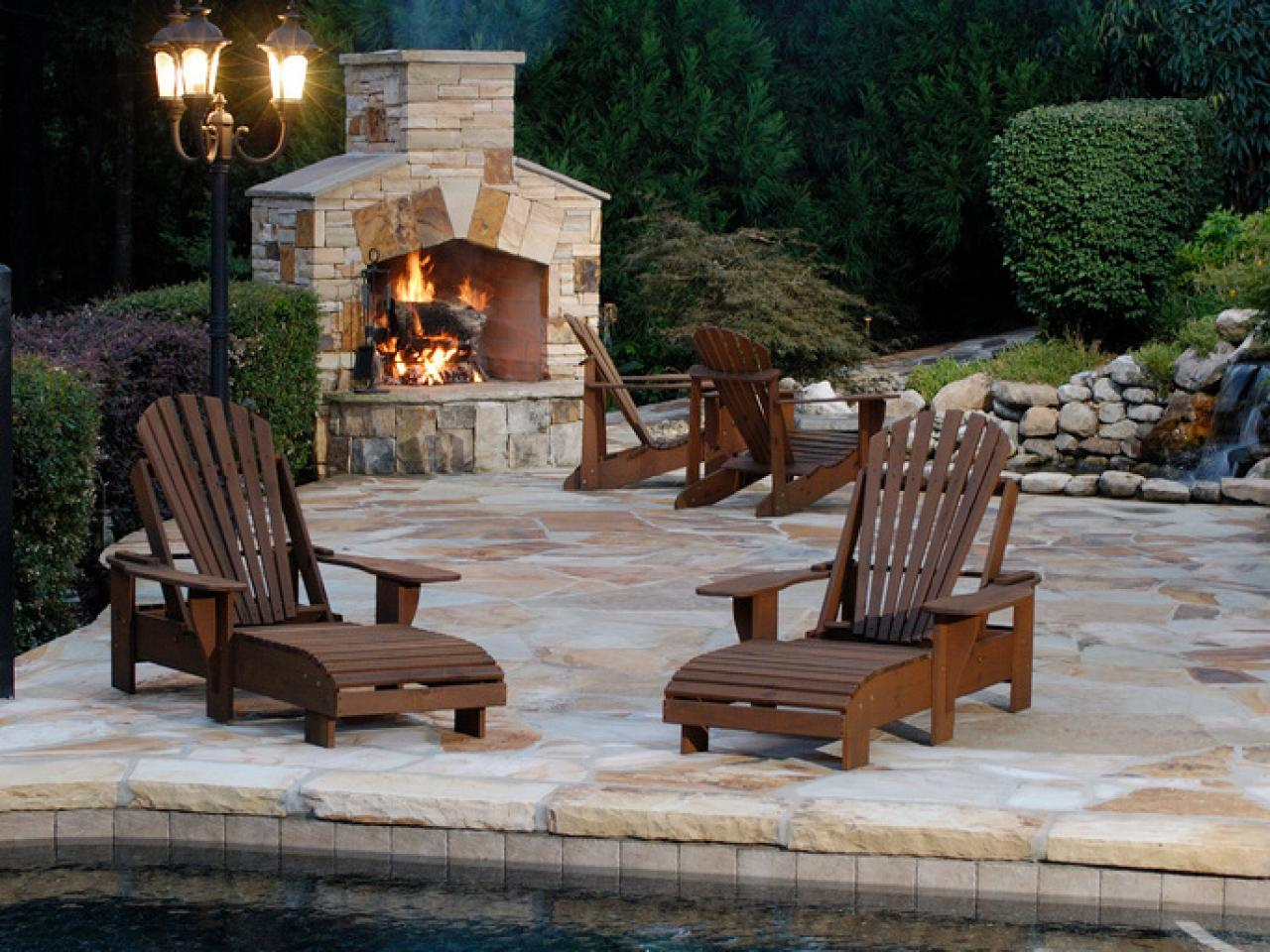 Image of: Corner Contemporary Outdoor Fireplace Designs