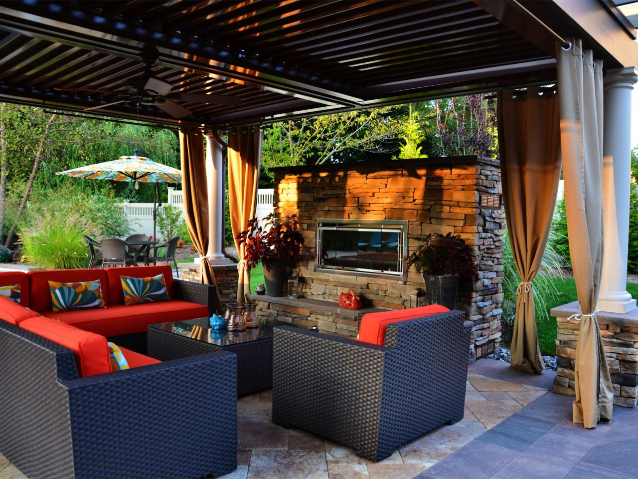 Enjoy Contemporary Outdoor Fireplace Designs