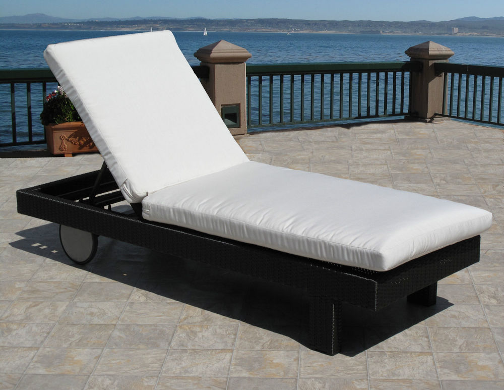 Image of: Outdoor Lounge Cushions White