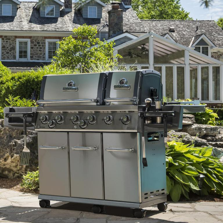 Image of: Diy Outdoor Kitchen With Freestanding Grill