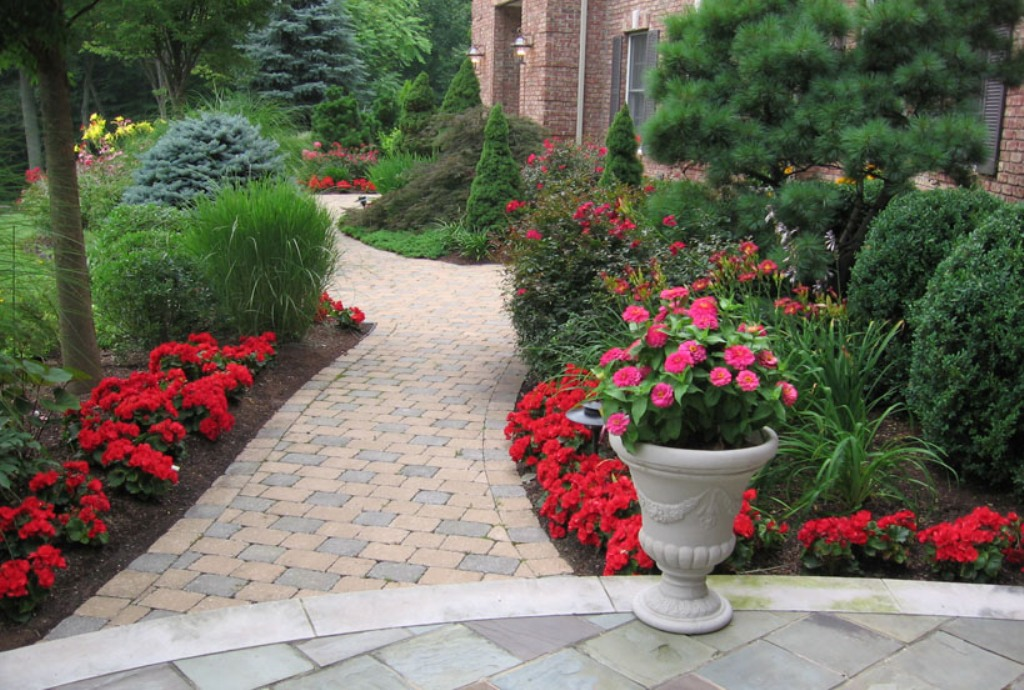 Image of: Front Walkway Landscaping Ideas Pictures