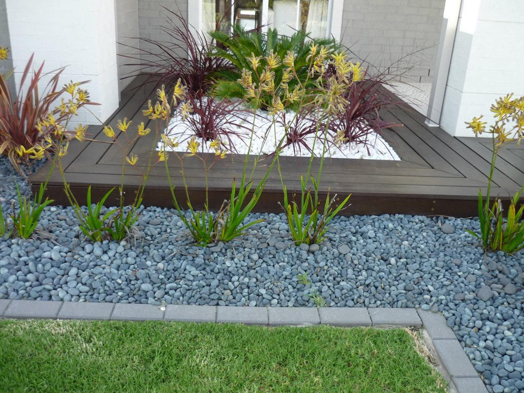 Image of: Landscaping Pebbles At Lowes
