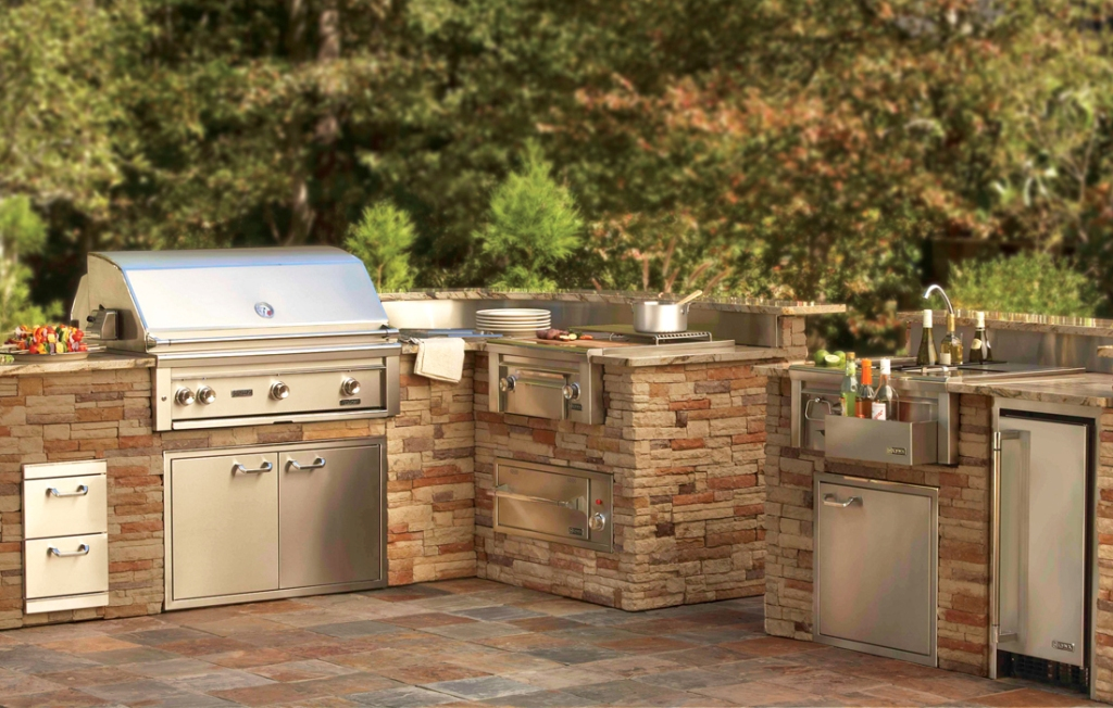 New Outdoor Kitchen With Freestanding Grill Design