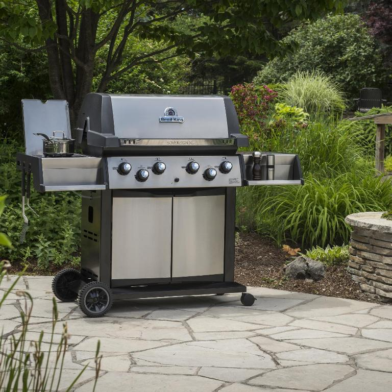Outdoor Kitchen With Freestanding Grill Design