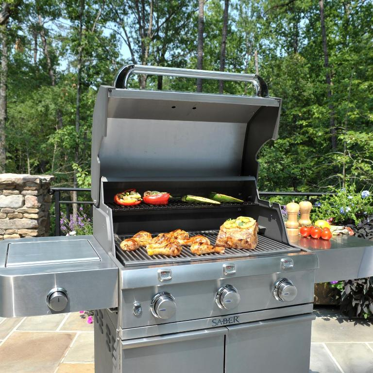 Outdoor Kitchen With Freestanding Grill