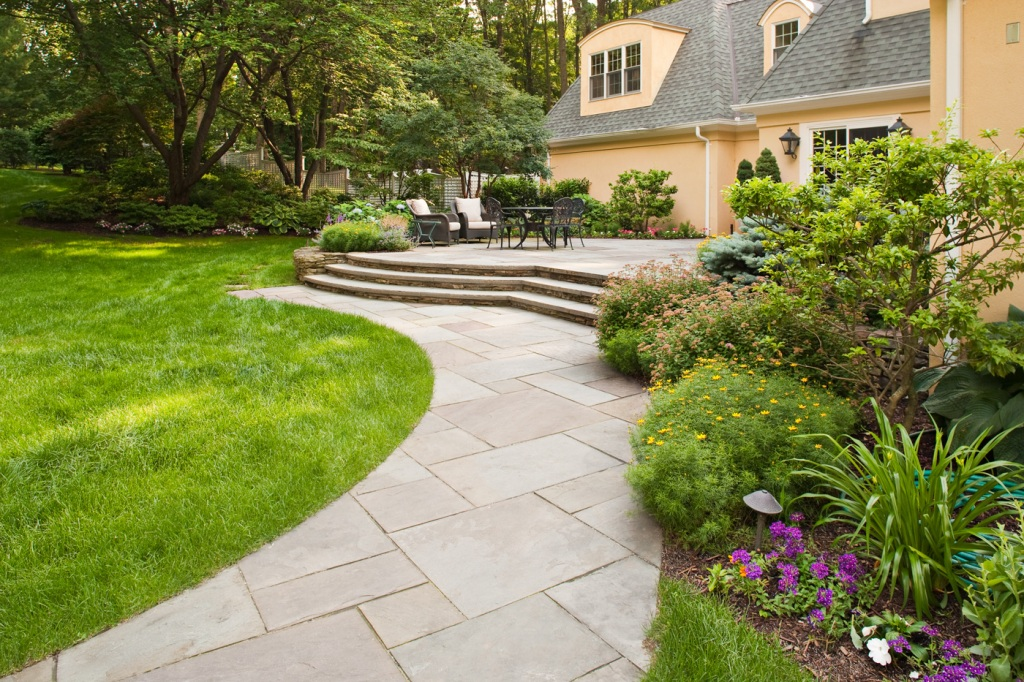Image of: Simple Walkway Landscaping Ideas