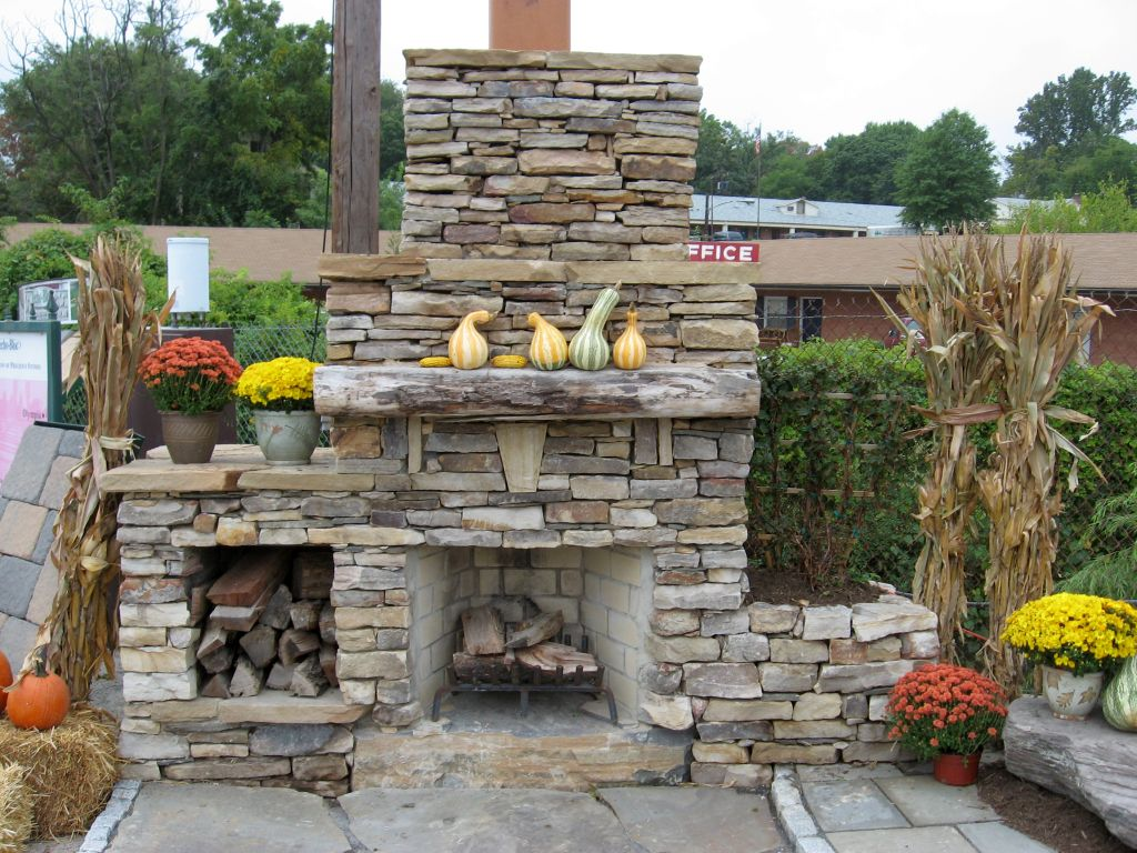 Image of: Unique Stone Veneer For Outdoor Fireplace