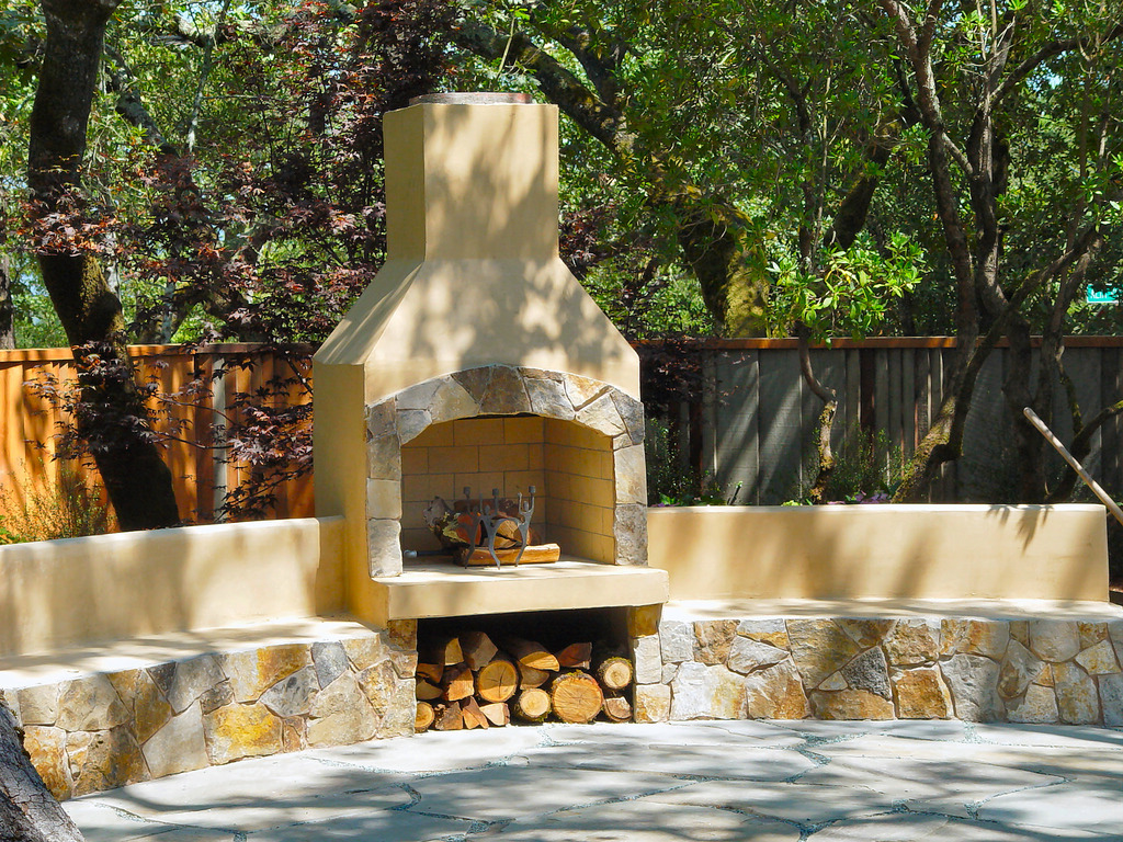Image of: Types Of Stone For Outdoor Fireplace