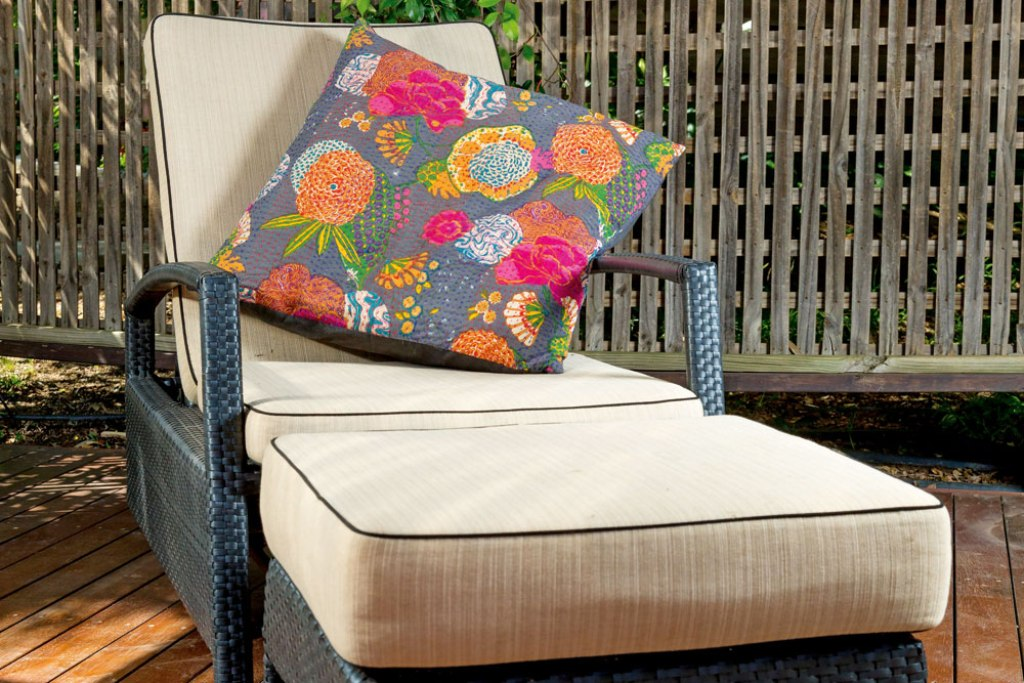 Image of: Pattern Waterproof Cushions For Outdoor Furniture