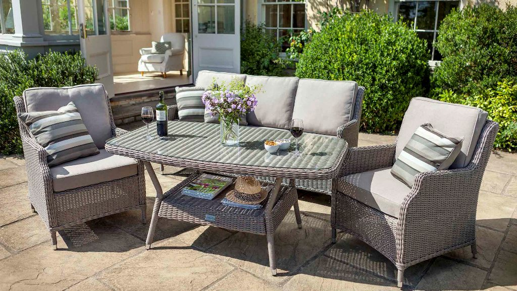 Image of: Waterproof Scatter Cushions For Outdoor Furniture