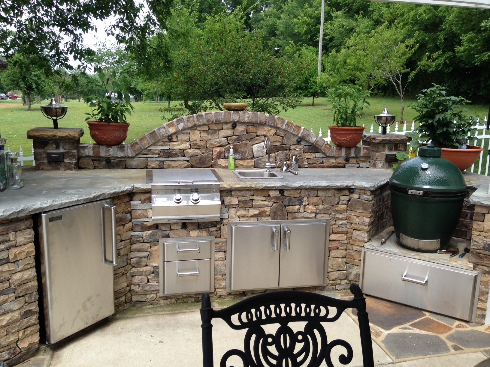 Image of: Big Green Egg Outdoor Kitchen Design Outofhome Wonderful Diy Inside Bbq Outdoor Kitchens Bbq Outdoor Kitchens For Perfect Time
