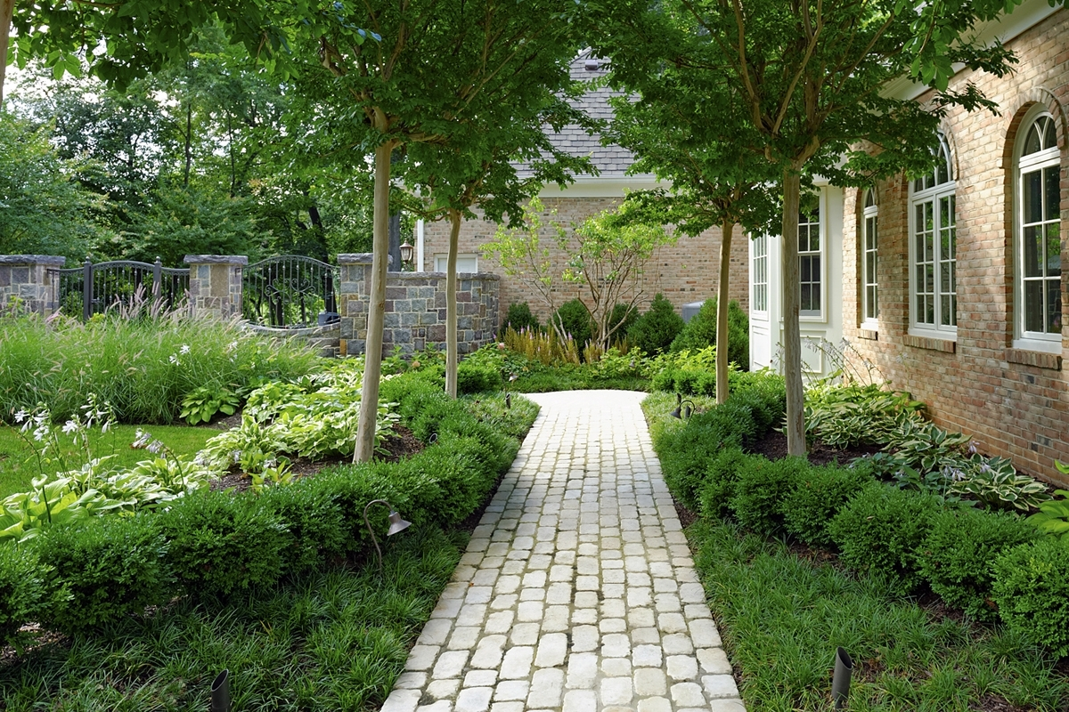 Image of: The Aristocrat Of Northern Virginia Boxwood Landscaping Design Ideas