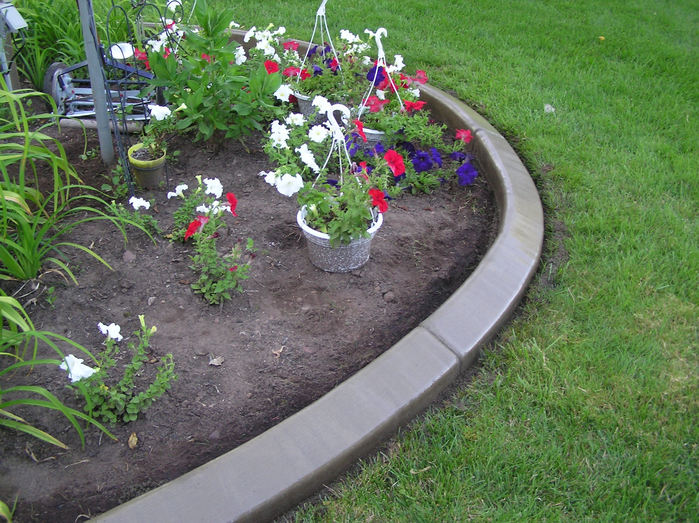 Landscape Edging Ideas For A Wonderland View Around The House With Edging Landscaping Distinctive Edging Landscaping Style