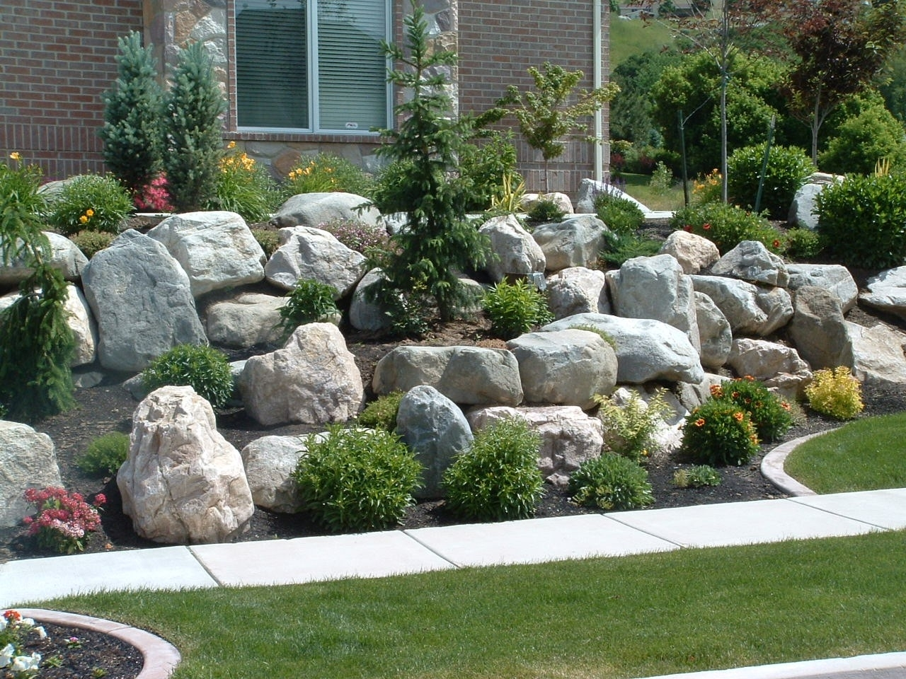 Image of: Landscaping Rock Walls Rolitz With Landscaping Boulders Pretty Landscaping Boulders Types