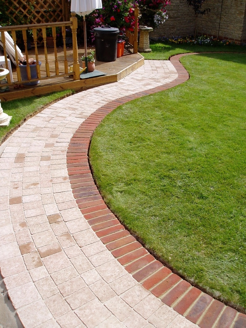 Image of: Unique Brick Landscape Edging Ideas Design Decors Image Of Images For Landscaping Edging Bricks How To Install Landscaping Edging Bricks