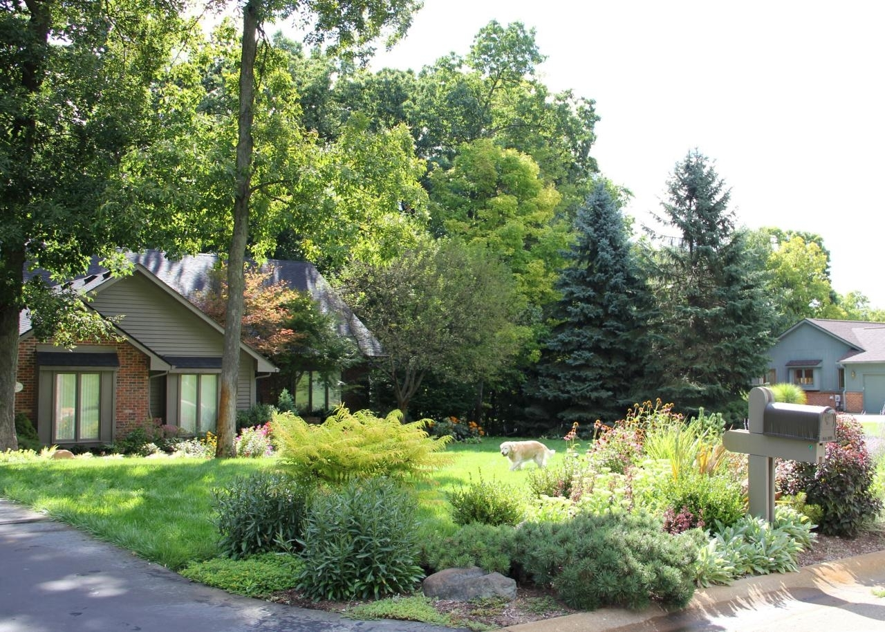 10 Curb Appeal Tips From The Pros Hgtv For Curb Appeal Landscaping Curb Appeal Landscaping Ideas