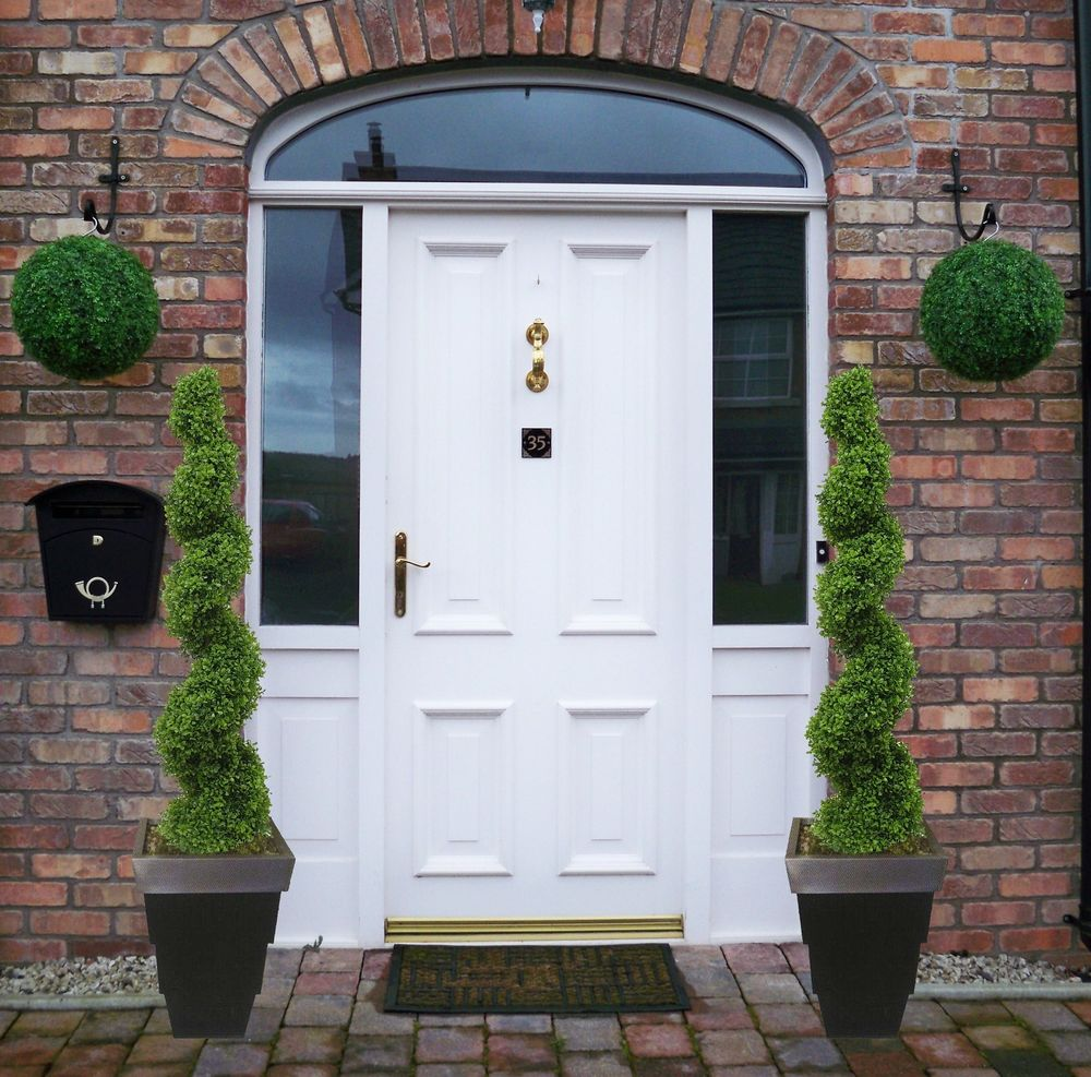 Image of: 2 Front Porch Topiary