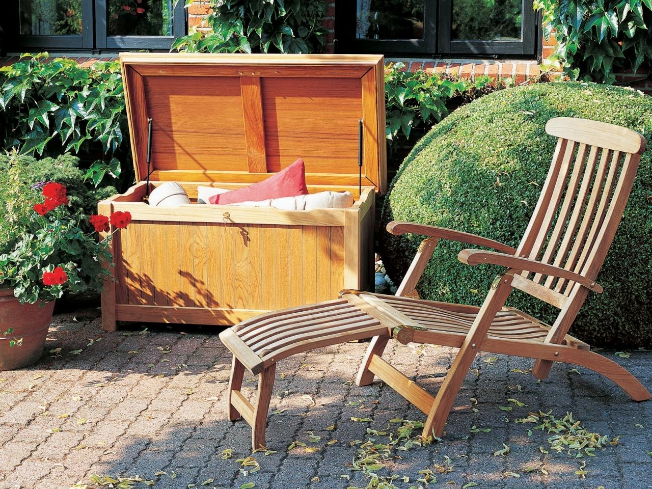 20 Smart Outdoor Storage Solutions To Keep Tools And Toys For Storage For Outdoor Cushions Store Storage For Outdoor Cushions