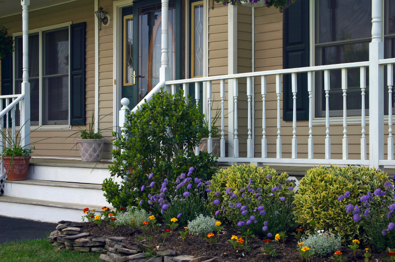 Image of: Amazing Front Porch Landscaping Ideas