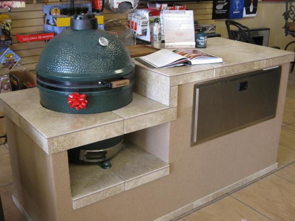 Image of: Big Green Egg Built In Outdoor Kitchen