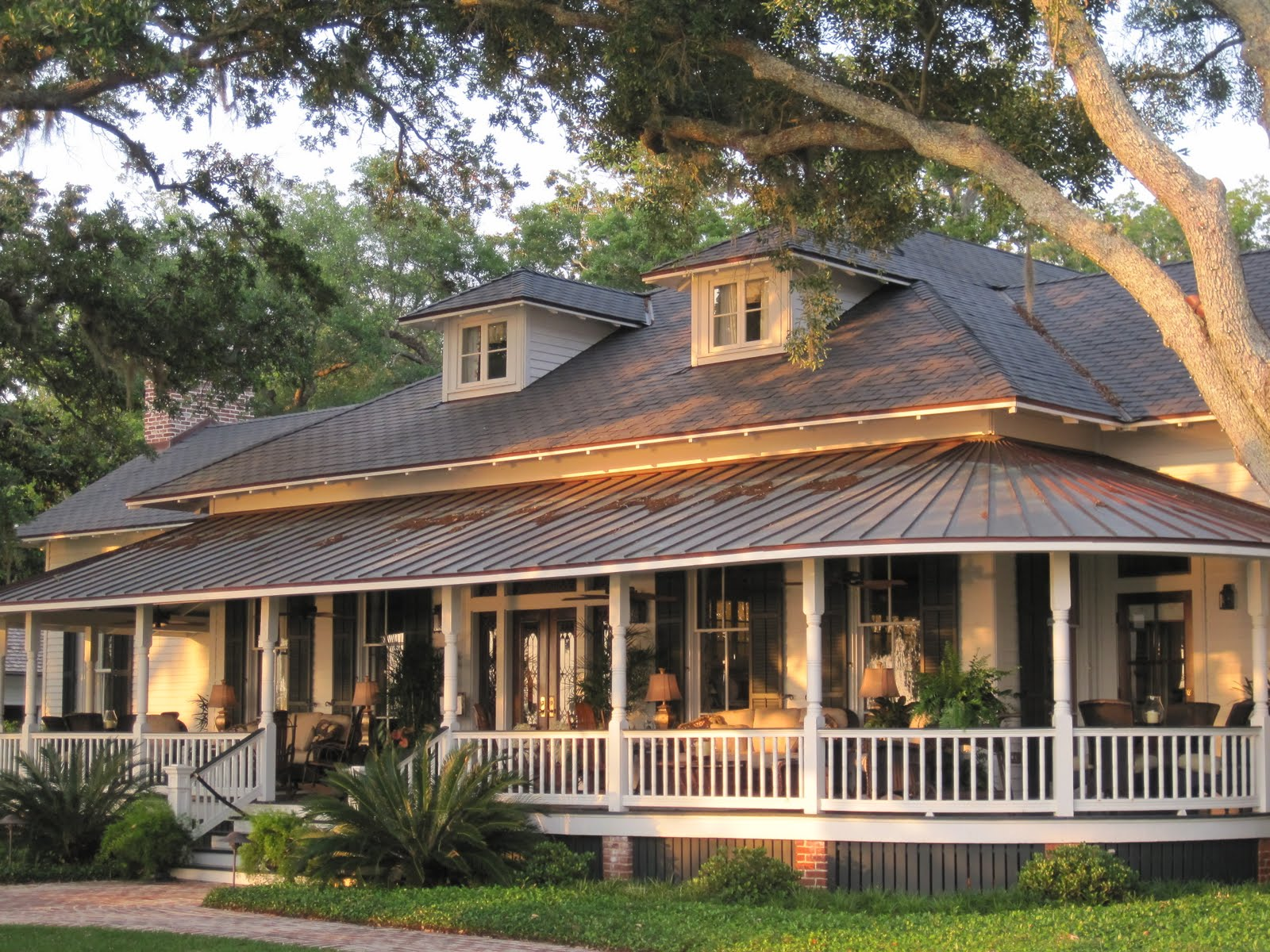 Image of: Brick Houses With Wrap Around Porches
