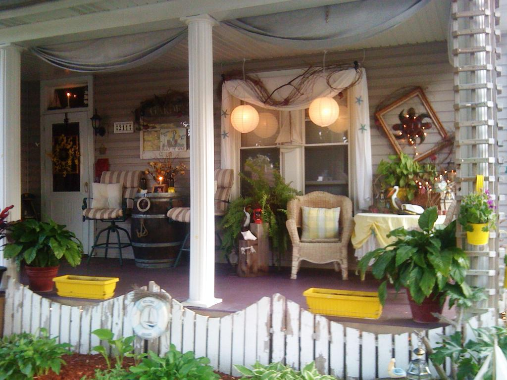 Image of: CLassic Front Porch Decorating