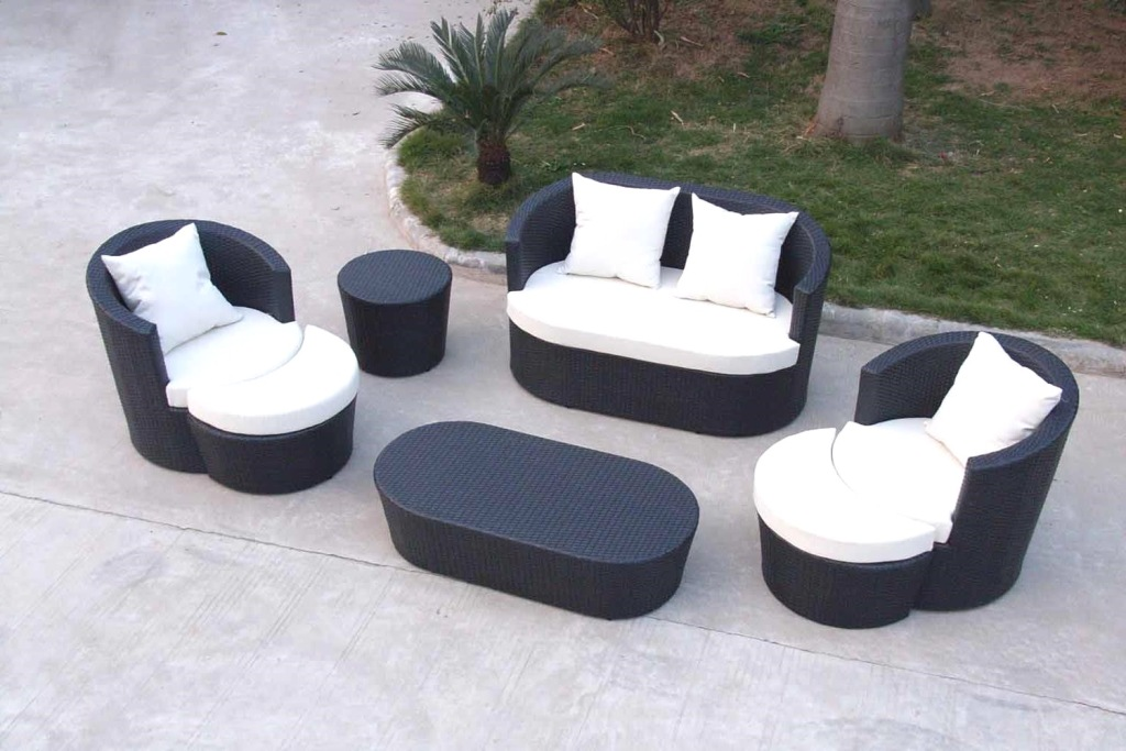 Image of: Cheap Modern Outdoor Sofa