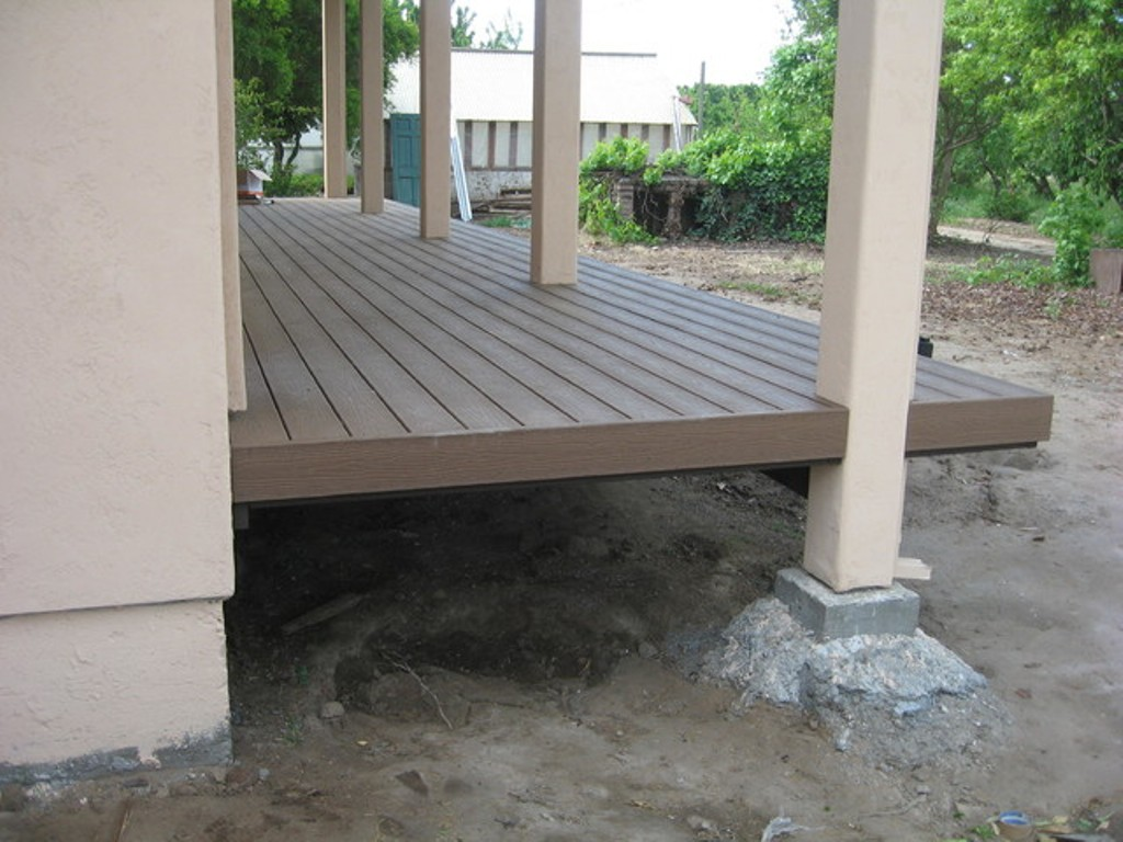 Image of: Composite Porch Flooring Floating