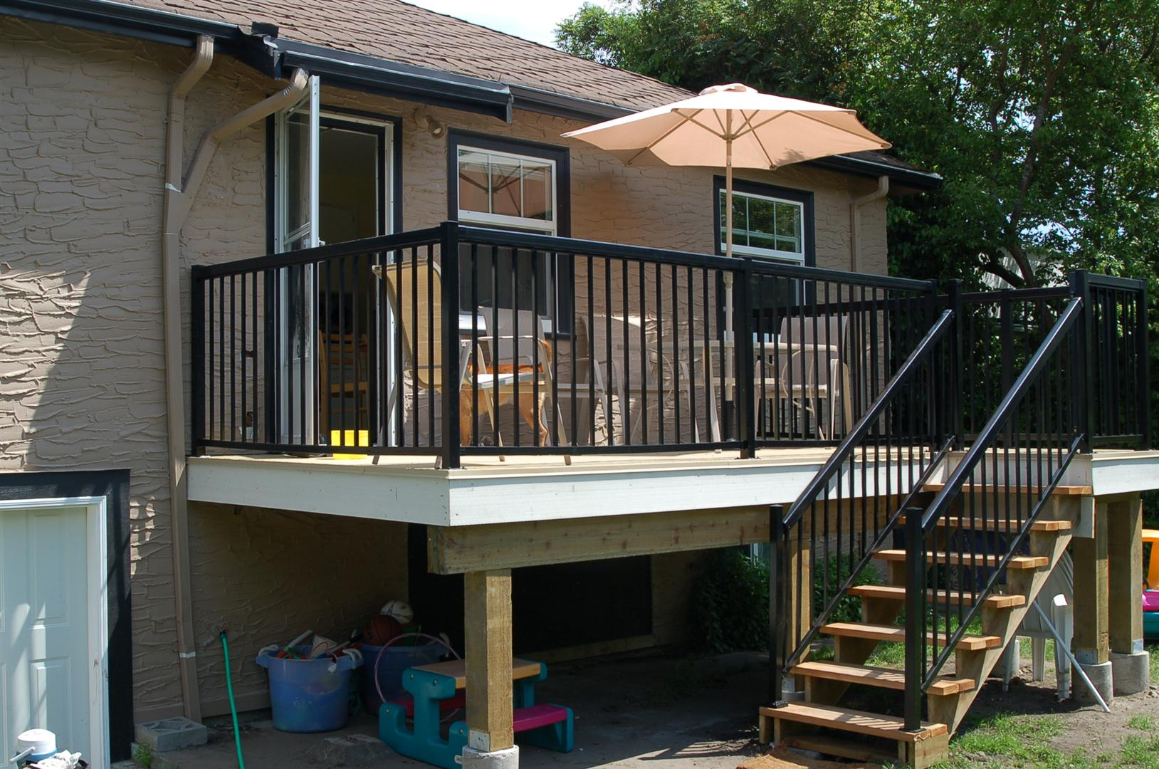 Image of: Deck Handrails For Porch Steps