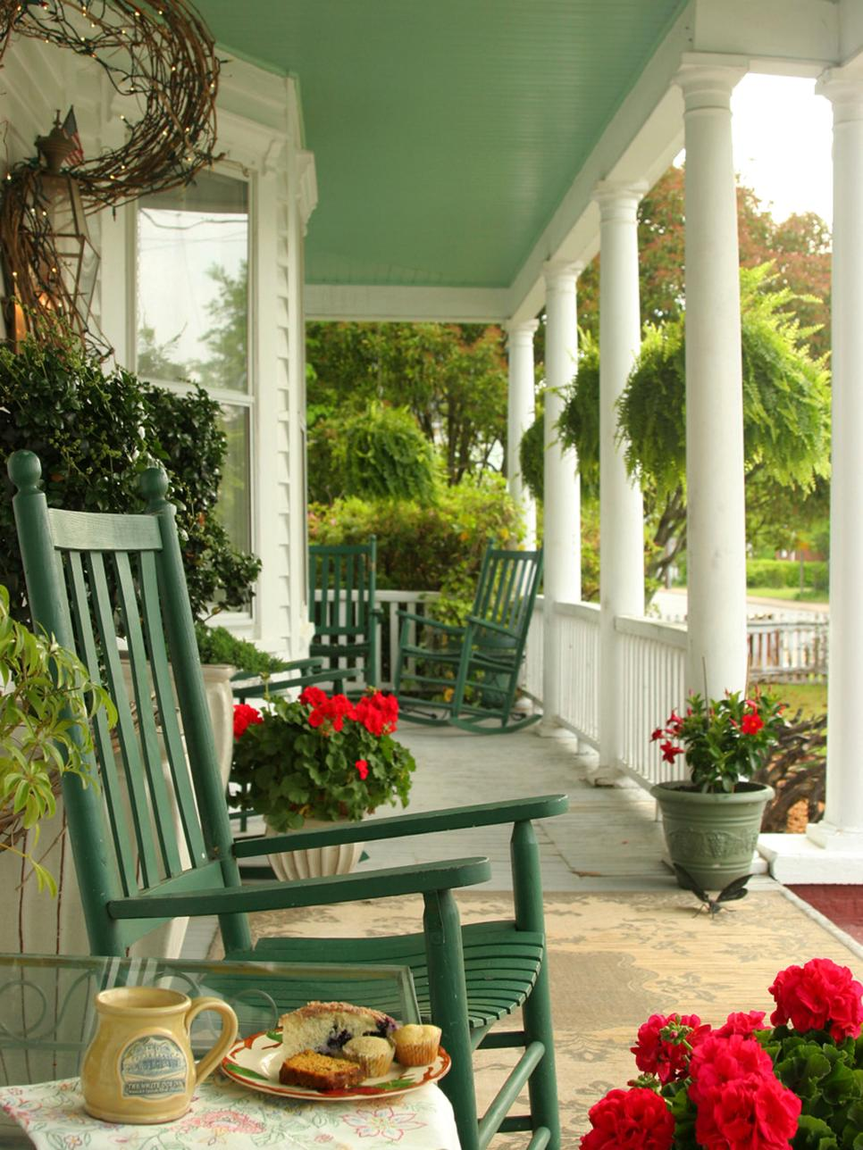 Image of: Decorate Front Porch Furniture Ideas