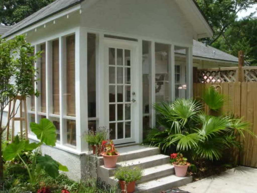Image of: Decorating Enclosed Front Porch Ideas
