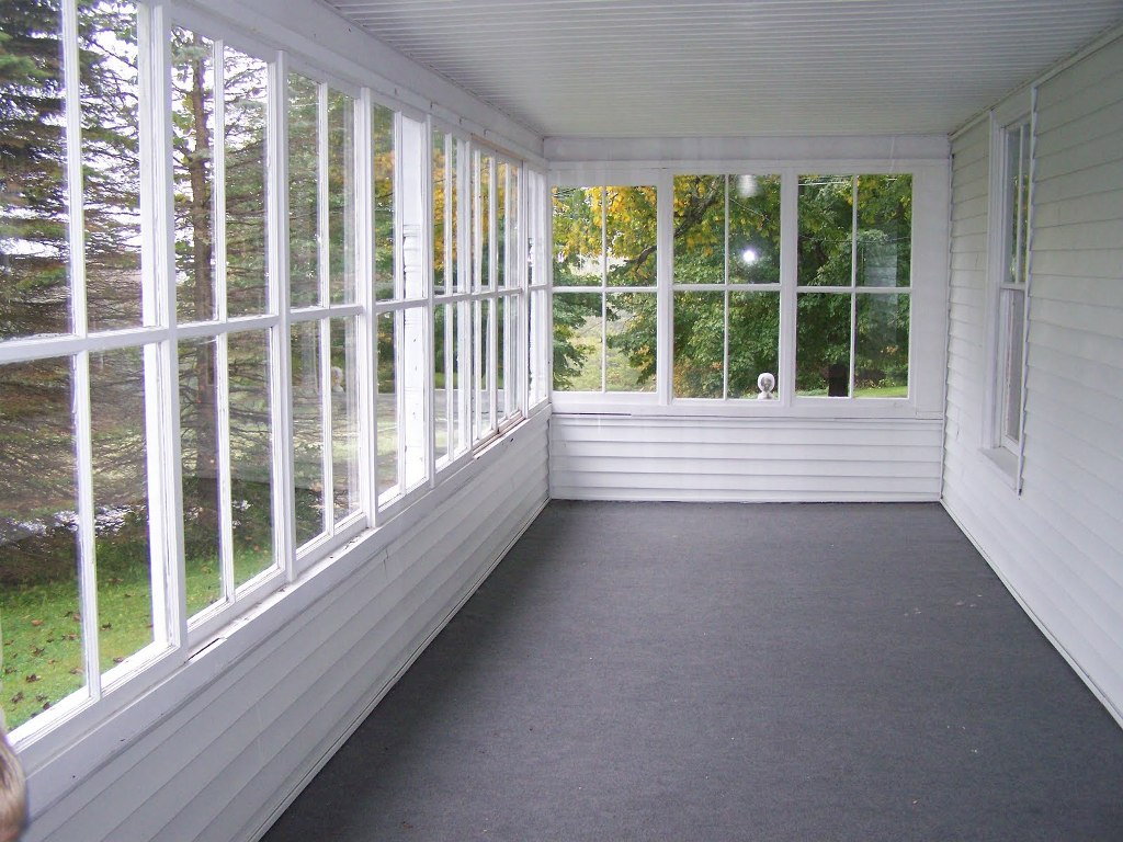 Image of: Enclosed Front Porch Ideas Decor