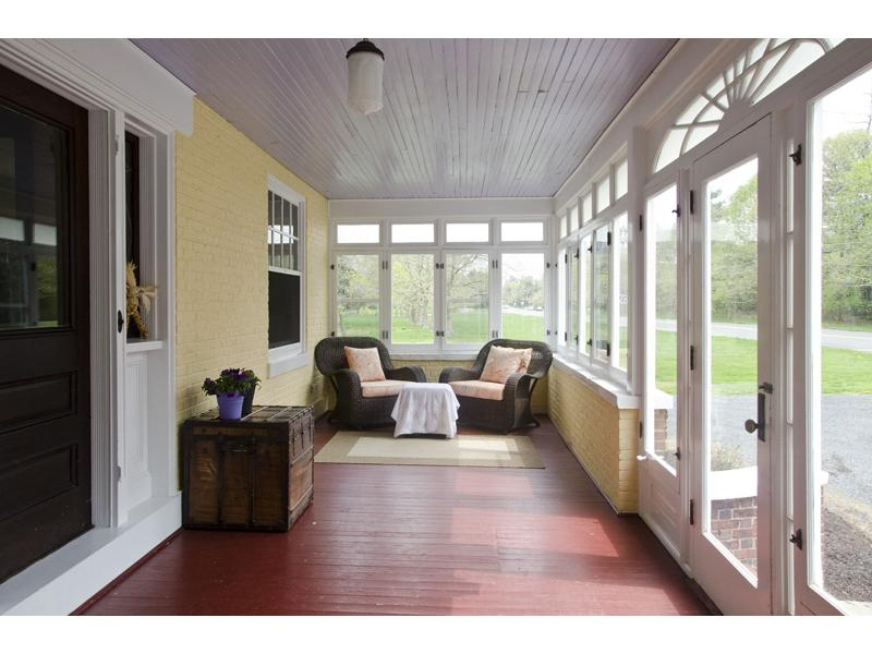 Image of: Enclosed Porch Designs Sunroom