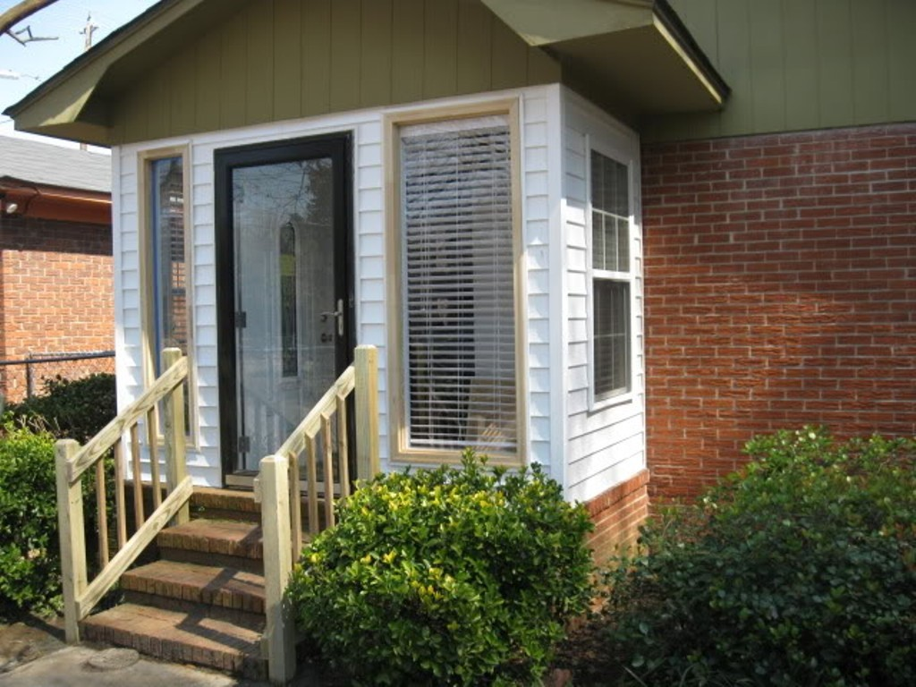 Image of: Enclosing A Porch With Vinyl