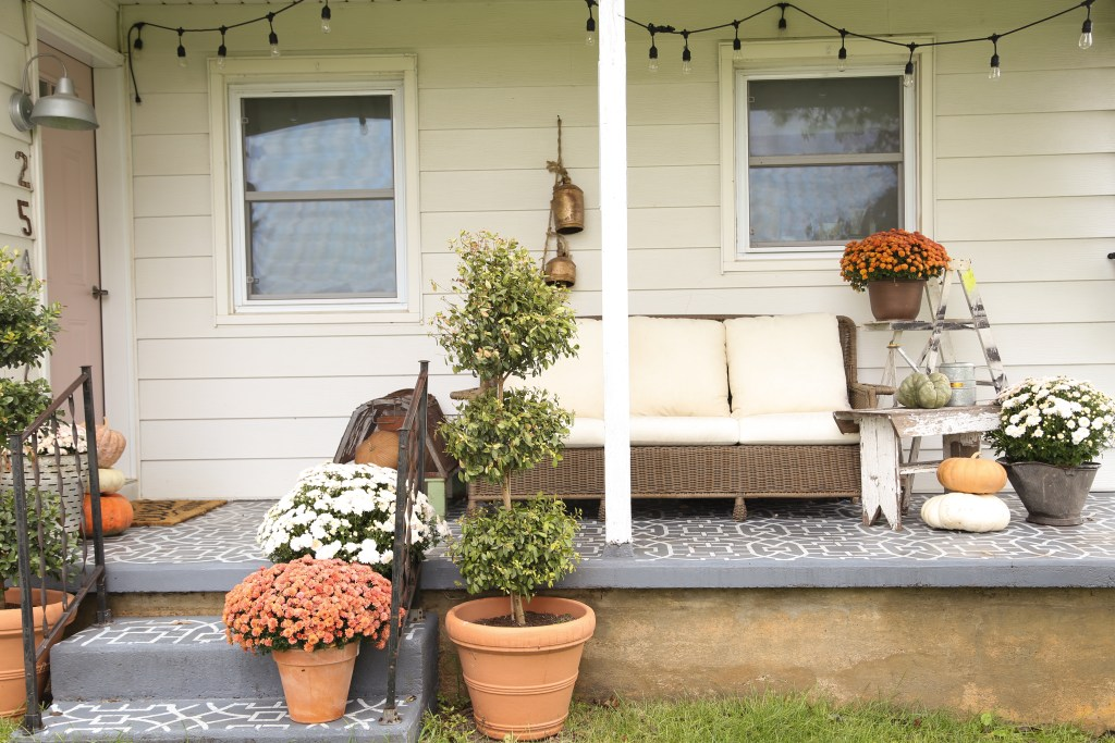 Image of: Farmhouse Front Porch Simple