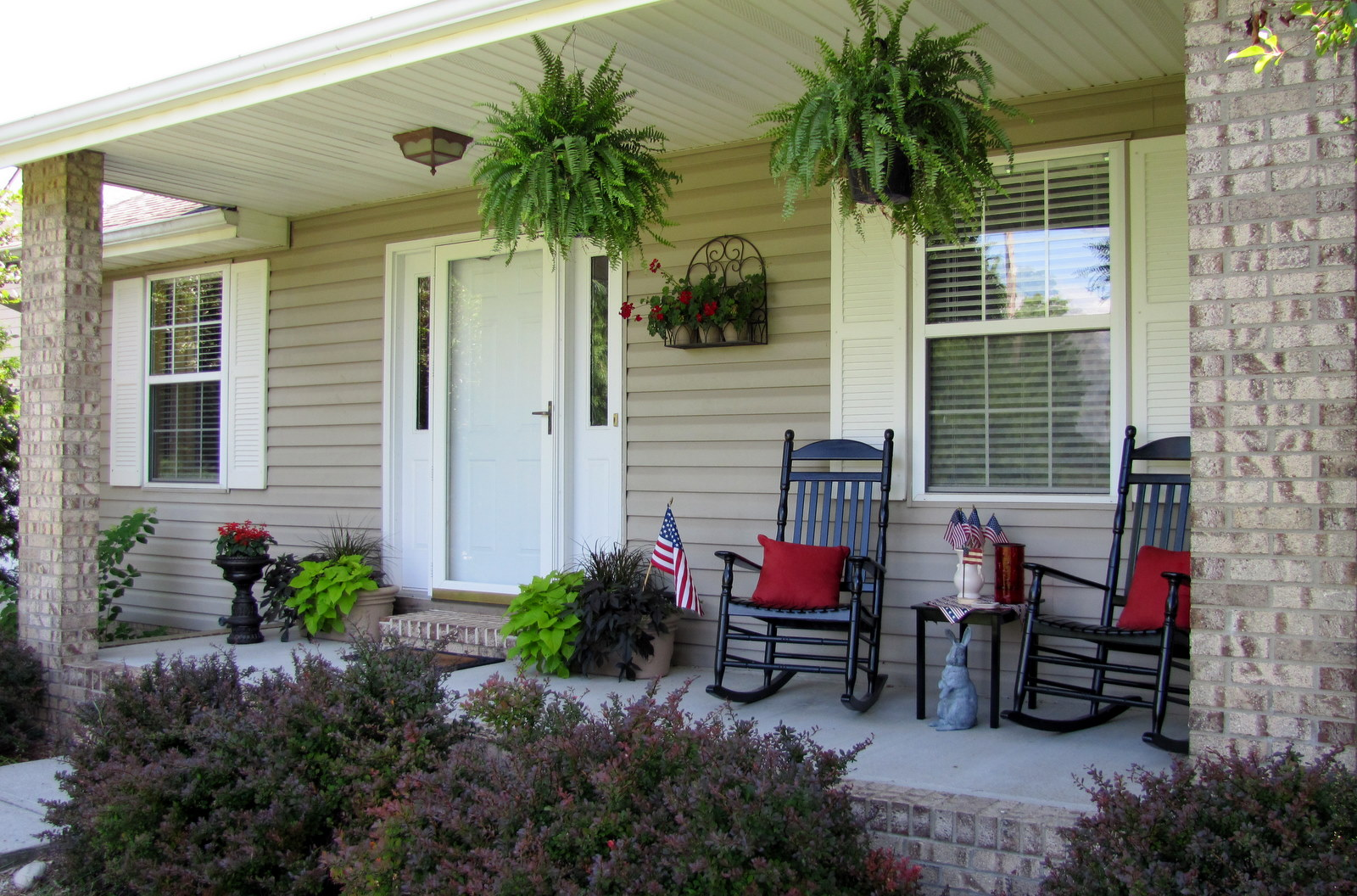 Image of: Front Porch Flowers Ideas