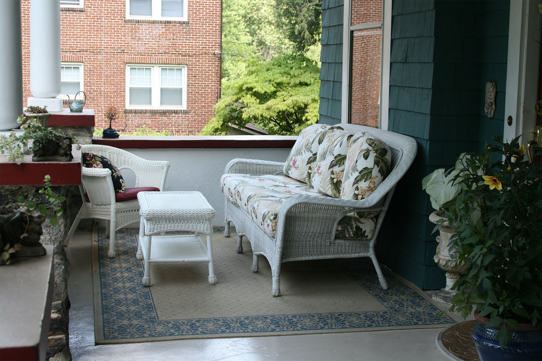 Image of: Front Porch Furniture Sets Design