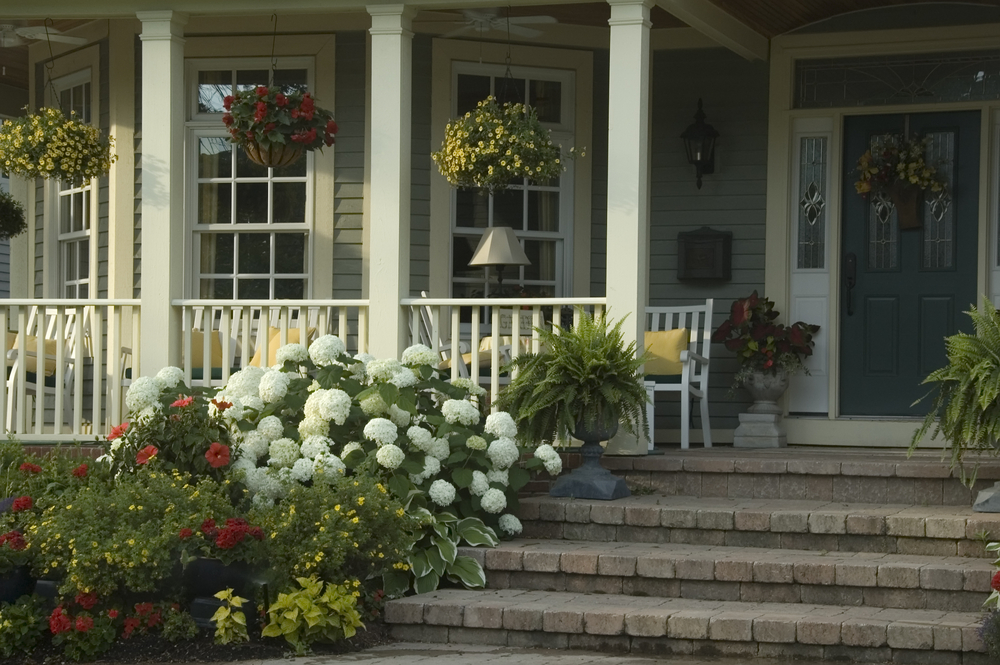 Image of: Front Porch Landscaping Ideas Designs