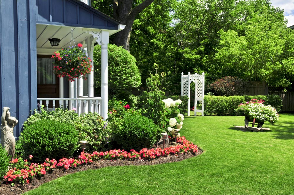 Image of: Front Porch Landscaping Ideas