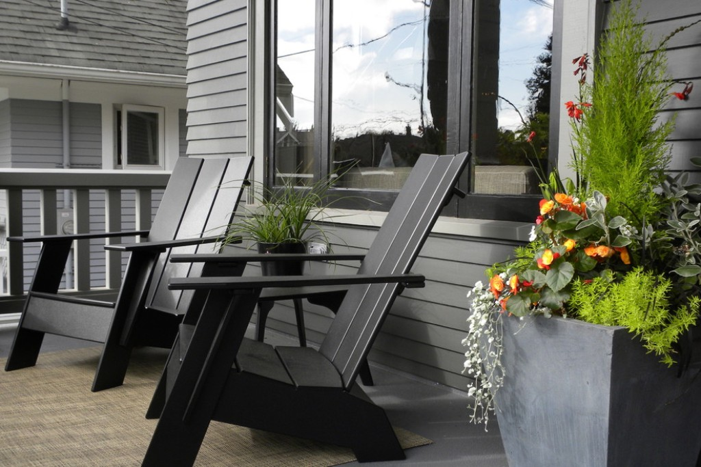 Image of: Front Porch Table And Chairs Ideas