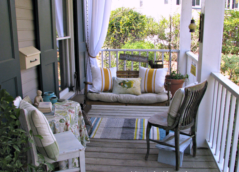 Image of: Front Porch Table And Chairs Style