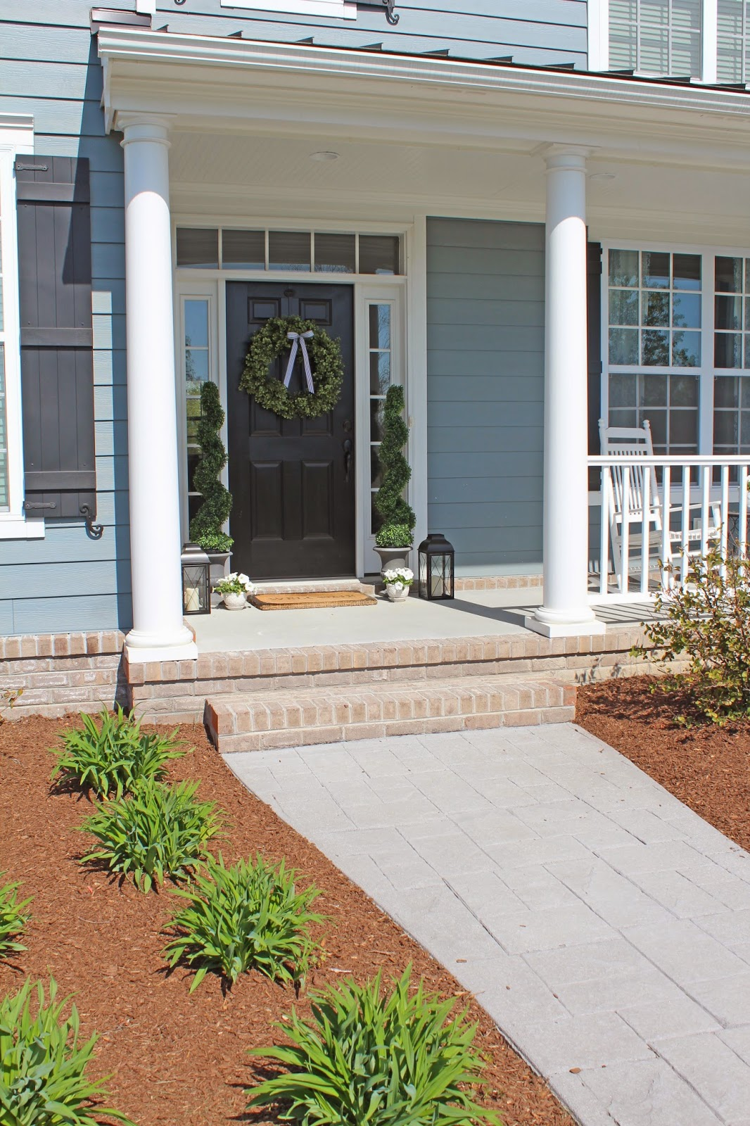 Image of: Front Porch Topiary Style