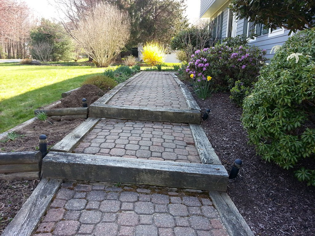Image of: Landscaping Using Railroad Ties