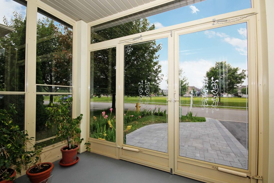 Image of: Large Glassed In Porch