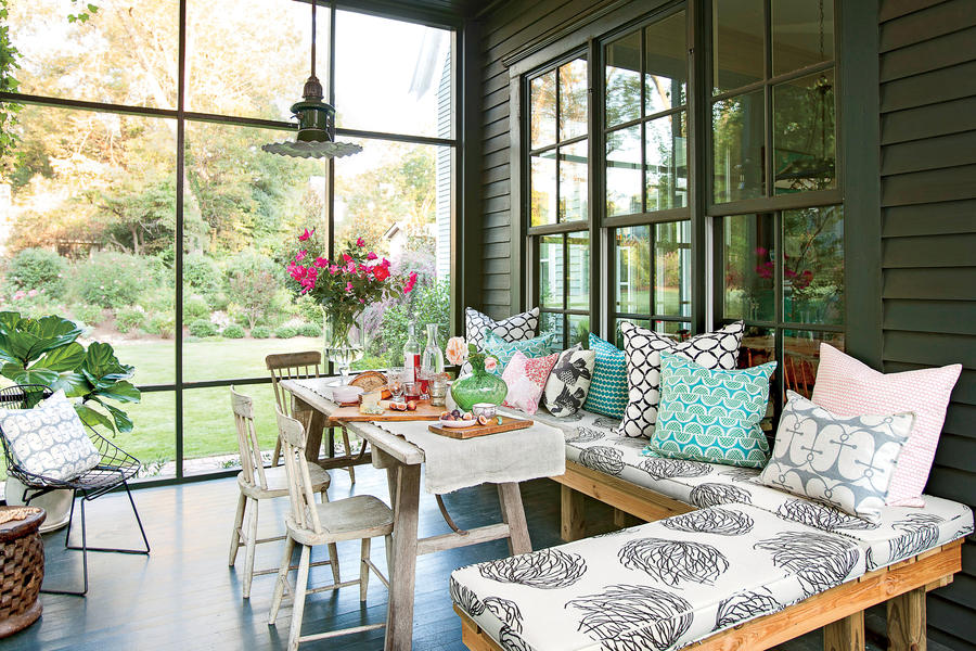 Image of: Modern Screened Porch Dining