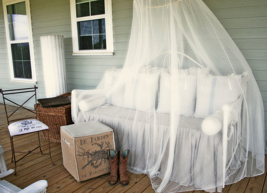 Image of: Mosquito Netting For Porch Images